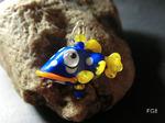 Fisch blau/weiß/gelb