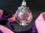 Hohlperle mit Garnfäden gefüllt, lila/rosa/weiß