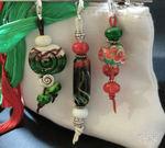 Zipperanhänger groß in grün/rot/elfenbein/weiß